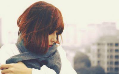 9 Warnsignale, dass du dich selbst nicht lieben kannst